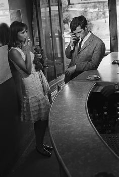 PIERROT LE FOU Anna Karina et Jean-Paul Belmondo dans le film de Jean-Luc Godard, 1965