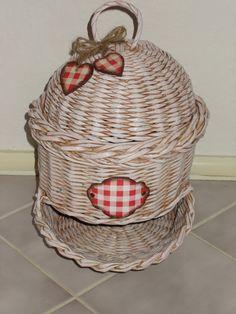 pletenie z papiera Straw Weaving, Basket Weaving, Diy And Crafts, Paper Crafts, Newspaper Basket, Paper Straws, Gourds, Wicker Baskets, Rattan