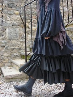 Jupe Noa Noa. The black-shroud-with-boots look is coming back.