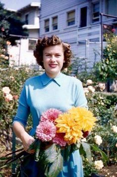 Very rare photo of Patsy Cline enjoying early Spring in the garden of her house in Winchester, circa mid 50's.