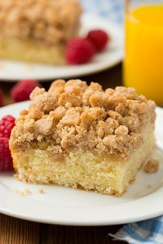 Crumb cake has got to be one of the best desserts/breakfast treats. Okay, I say that about pretty much any dessert but this Peach Crumb Cake is utterly del Best Cake Recipes, Sweet Recipes, Dessert Recipes, Yummy Recipes, Just Desserts, Delicious Desserts, Yummy Food, Healthy Desserts, Cupcakes