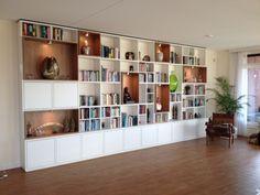 Een prachtig resultaat van een boekenkast op maat. Wij van 100% Kast zijn weer apetrots op deze boekenkast! Ook zo'n boekenkast op maat? Ga naar http://100procentkast.nl/