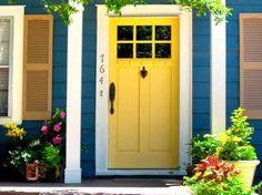 Quem quer pintar portas e janelas em madeira, é bom lembrar que ela exigirá um preparo especial antes de receber camadas de tinta. Veja a seguir como deixá-la pronta para a pintura. O primeiro passo para escolher os produtos para pintar portas e...