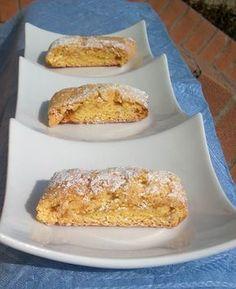 Le chicche di chicca: I Biscotti della Nonna Bruna ricetta era della Nonna Bruna, la dolcissima nonnina di mio marito ingredienti 3 uova 300 g zucchero 100 g burro 500 g farina 1 bustina di vanillina 1 bustina di lievito marmellata a piacere pinoli