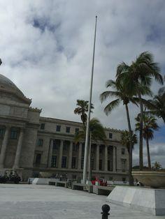 Capitolio no tiene banderas izadas 10:13am lunes 7 de marzo,2016 #banderasyescudosVSJ #sagradoenero2016