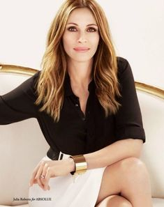 Julia Roberts black shirt and white skirt work outfit Business Portrait, Corporate Portrait, Corporate Headshots, Business Headshots, Business Photos, Business Ideas, Professional Profile Pictures, Professional Headshots Women, Professional Portrait