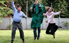 Fun graduation picture ideas! | It's In The Cards