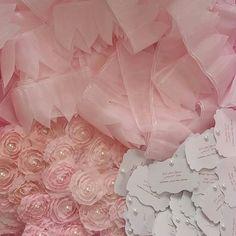 #athenas_favor_me_always  #holycommunion #weddingfavor #christeningfavors #baptismfavors #bridalshowerfavor  #religiousfavor #instavideo #instafavors #pearlfavors #flowerfavor #etsy #etsylisting #etsyfavor #pinkfavor #rosefavor #pinkfavor #lacefavors