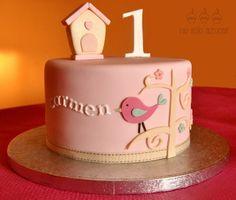 No sólo azúcar: Tarta con un pájaro y un árbol para el cumpleaños de una niña Bird Birthday Parties, Baby Birthday Cakes, Fondant Cakes, Cupcake Cakes, Cake Decorating For Beginners, Spring Cake, Wilton Cake Decorating, Just Cakes, Girl Cakes