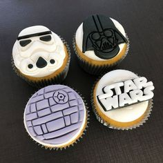 46 No-Bake Dessert Recipes That You Can Make in No Time - Star Wars Cookie - Ideas of Star Wars Cookie - star wars cupcake toppers Star Wars Cupcake Toppers, Star Wars Cupcakes, Star Wars Cookies, Fondant Cupcake Toppers, Cupcake Cakes, Rose Cupcake, Star Wars Torte, Bolo Star Wars, Star Wars Food