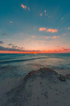 Tumblr Wallpaper, Wallpaper Art, Wallpaper Gratis, Pretty Sky, Sky Sea, Costa, Ocean Photography, Scenery Wallpaper, Ocean Waves