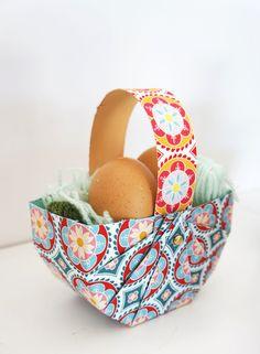 Free sewing pattern for Easter Basket. Crafts To Sell, Diy And Crafts, Crafts For Kids, Sewing Patterns Free, Free Sewing, Easy Easter Crafts, Easter Ideas, Easter Celebration, Handmade Decorations