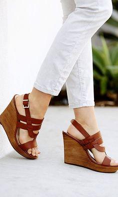 Classic tan leather platform wedge sandals//