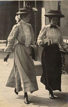 Edwardian street style photographed by Edward Linley Sambourne in Kensington, 4 July 1906