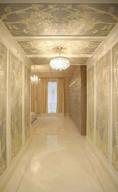 Wallpaper and panelling in the hallway