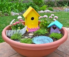 Creative DIY Spring Garden Projects Fairy Garden Make something like this with the girls this spring.Fairy Garden Make something like this with the girls this spring. Kids Fairy Garden, Fairy Gardening, Fairies Garden, Gardening With Kids, Fairy Garden Accessories, Miniature Fairy Gardens, Fairy Houses, Spring Garden, Spring Fairy