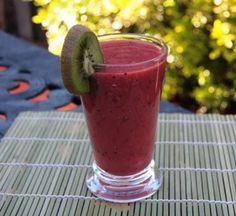 10 Drinks You Can Make with an Immersion Blender (includes recipe link) Smoothie Popsicles, Smoothie Blender, Fruity Drinks, Yummy Drinks, Fun Drinks, Alcoholic Drinks, Healthy Smoothies, Smoothie Recipes, Fruit Recipes