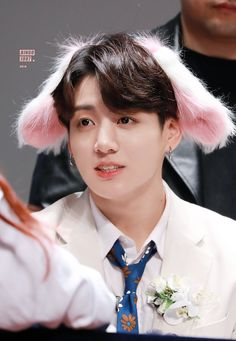 """""""WARNING: do not open this thread if you suffer from the extreme inability to control your feelings for Jeon Jungkook and Kim Taehyung"""" Foto Jungkook, Foto Bts, Jungkook Lindo, Jungkook Cute, Bts Bangtan Boy, Jung Kook, Busan, Bingo, Taehyung"""