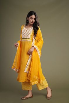 Kurti Designs Party Wear, Kurta Designs, Party Wear Indian Dresses, Pin Tucks, Indian Designer Wear, Chiffon Fabric, Cotton Dresses, Casual Looks, Designer Dresses