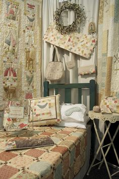 Anni Downs, wonderfully nice woman with increadable designs. Quilt Stitching, Applique Quilts, Embroidery Applique, Hatch Patch, Annie Downs, Cute Quilts, Quilt Border, Love Sewing, Hobbies And Crafts