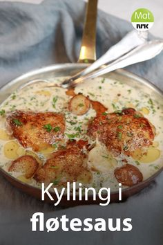 Kylling i fløtesaus med hvitløk og estragon It's the sauce that does the trick. Good Healthy Recipes, Great Recipes, Dinner Recipes, Cream Sauce For Chicken, Norwegian Food, Food Inspiration, Chicken Recipes, Good Food, Food And Drink