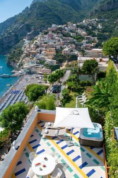 Despite the prestigious name and desirable location near the center of Positano, Hotel Eden Roc is intimate, charming, and warm. It is the project of the Casola family, who take care of guests as if they were friends. Or as they put it, they create an atmosphere that will make you feel like the main actor of your Italian movie. Everything has been recently renovated in a way that combines the traditional with the contemporary style, and all the rooms are full of light with views of the sea. Hotel Eden, Positano, Contemporary Style, Maine, Rooms, Italy, Sea, Warm, Traditional