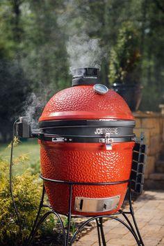 Barbecue de type fumoir au charbon de bois, le Kamado Joe Classic est fait d'acier galvanisé. Il possède deux déflecteurs de chaleur à cuisson demi-lune en céramique. ... The Kamado Joe Classic is a charcoal smoker made of galvanised steel. It has two half-moon ceramic heat deflectors. Barbecue, Kamado Joe, Charcoal Grill, Grilling, Classic, Outdoor Decor, Home Decor, Smoking Room, Galvanized Steel