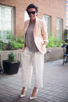 Styling tips for ageless glamour Mature Fashion, Tomboy Fashion, Work Fashion, Fashion Pants, Timeless Fashion, Paris Fashion, Fashion Outfits, Womens Fashion, Emmanuelle Alt