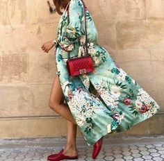 Loving the red accent pop on the shoes and bags to match the kimono!  #kimono