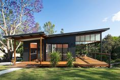 """Modern Tropical Home is a Granny Flat for a Hip Elderly Couple Samford Valley Small House - """"Granny Flat"""" my ass, I would fight my granny for this house!Samford Valley Small House - """"Granny Flat"""" my ass, I would fight my granny for this house! Modern Small House Design, Small Modern Home, Flat House Design, Modern Homes, Modern Roof Design, Small Contemporary House Plans, Flat Roof Design, Casas Containers, Shed Homes"""