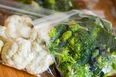 Freezing fresh vegetables has many benefits. First, it enables you to preserve the fresh vegetables you purchase before they spoil. Also, by freezing veget Cooking Fresh Broccoli, Raw Broccoli, Frozen Broccoli, How To Freeze Broccoli, Freezing Broccoli, Freezing Vegetables, Raw Vegetables, Frozen Vegetables, Fruits And Veggies