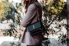 YSL - Saint Laurent Sunset bag in medium in black smooth leather with gold hardware Ysl Sunset Bag, Ysl Bag, Structured Bag, Saint Laurent Bag, Leather Pieces, Cloth Bags, Medium Bags, Large Bags, Smooth Leather