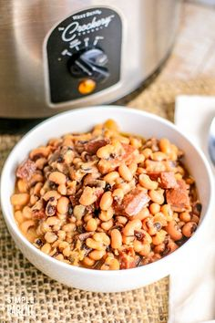 Learn how to cook black eyed peas in a slow cooker and make peas packed with flavor! Celebrate the new year with a delicious meal that's easy to make! Black Eye Peas Crockpot, Black Eyed Peas Recipe Crock Pot, Healthy Slow Cooker, Slow Cooker Recipes, Crockpot Recipes, Cooking Recipes, Fall Soup Recipes, Pea Recipes, Holiday Recipes