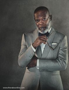 betweenartandcomfort: Samuel L. Jackson Gieves & Hawkes Dinner Jacket Source: The Rake Magazine Sharp Dressed Man, Well Dressed Men, Poses For Men, Herren Outfit, Grown Man, Raining Men, Mode Masculine, Classic Man, Gentleman Style