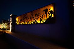 ideas for exterior wall lights modern fence Exterior Wall Light, Exterior Stairs, Exterior Paint, Exterior Design, Exterior Siding Options, Modern Garage Doors, Kangaroo Paw, Landscape Elements, Small Backyard Design