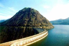 A landlocked district, Idukki is one of the most nature rich areas of Kerala. As a tourist destination, Idukki offers diverse attractions like wildlife sanctuaries, hill stations, spice plantation tours mountain treks, elephant rides etc.