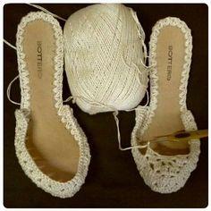Diy Crafts - Crochet Slippers Using Flip Flop Soles - Free Patterns - Her Crochet Crochet Slipper Boots, Crochet Sandals, Crochet Slippers, Diy Crafts Crochet, Shoe Pattern, Crochet Patterns, Men's Sandals, Summer Sandals, Toms Style