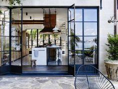 véranda-moderne-cuisine-d-été-couverte-ouvert-sur-terrasse