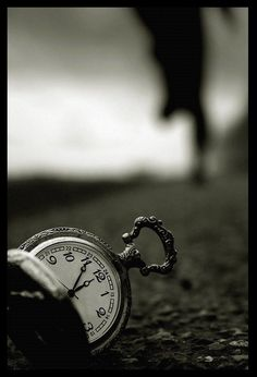 The clock from Alice and wonderland Story Inspiration, Writing Inspiration, Monochrom, Pics Art, Percy Jackson, Black And White Photography, Fairy Tales, Art Photography, Depth Of Field Photography
