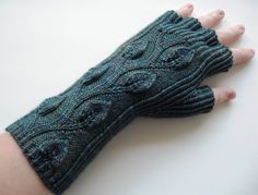 Leafy Fingerless Gloves by Laura Peveler-free pattern at Ravelry http://www.ravelry.com/patterns/library/leafy-fingerless-gloves