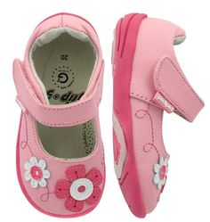 The Sadie is just what she needs. Fanciful flowers pop perfectly against light pink genuine leather. Youth Shoes, Kid Shoes, Girls Shoes, Baby Shoes, Back To School Essentials, Back To School Outfits, Teen Hairstyles, Girl Inspiration, Comfortable Shoes