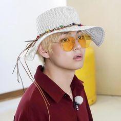 Bts Bon Voyage, Bts Beautiful, Bts Merch, Bts Funny Videos, V Taehyung, Blackpink Jennie, Handsome Boys, Taekook, Hoseok