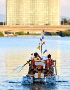 Prove in acqua per le Re Boat, davanti ad un suggestivo tramonto del Parco Centrale del Lago dell'Eur
