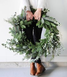 18 inch large fresh Christmas wreath Artificial fir tree as Christmas decoration? A synthetic Christmas Tree or a real one? Merry Little Christmas, Noel Christmas, Winter Christmas, Green Christmas, Large Christmas Wreath, Christmas Reath, Natural Christmas Decorations, Christmas Tumblr, Homemade Xmas Decorations