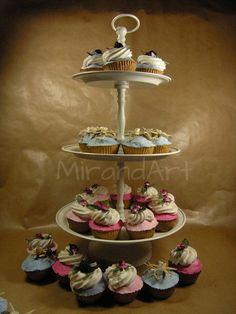 Etagere met Papier Maché Cupcakes