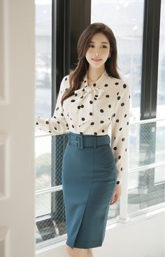 High-Waisted Belted Pencil Skirt - Romantic & Trendy Looks, Styleonme Informations About High-Waisted Belted Pencil Skirt Pin You can e - Pencil Skirt Casual, Pencil Skirt Outfits, High Waisted Pencil Skirt, Pencil Skirts, Pencil Dresses, Classy Business Outfits, Classy Outfits, Elegant Outfit, Classy Dress