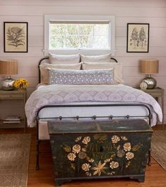 Modern farmhouse style combines the traditional with the new makes any space super cozy. Discover best rustic farmhouse bedroom decor ideas and design tips. Comfy Bedroom, Farmhouse Master Bedroom, Master Bedrooms, Girls Bedroom, Bedroom Simple, Bedroom Chest, Bedroom Neutral, Modern Bedrooms, Bedroom Rustic