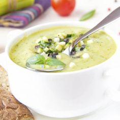 40 Ideas soup detox courgette for 2019 Healthy Recipes On A Budget, Healthy Soup Recipes, Crockpot Recipes, Vegetarian Recipes, Corriander Recipes, Zucchini Aubergine, Slow Cooker Beans, Avocado Soup, Soups And Stews