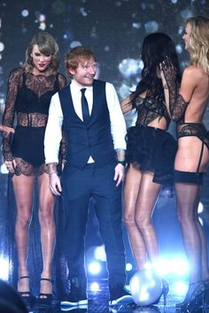 Taylor Swift and Ed Sheeran pose with models on runway at the annual Victoria's Secret fashion show - December 2014 in London. Karlie Kloss, Victorias Secret Models, Victoria Secret Fashion Show, Victoria Models, Ed Sheeran, News Fashion, Victoria's Secret, Lingerie, Taylor Alison Swift