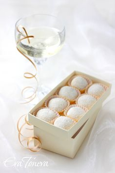I can not wait to have an occasion to make... Champagne Truffles? Oh my oh. Translator on the sidebar.